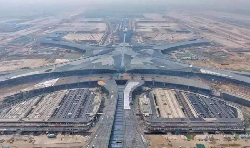 阿米纳彩涂板应用于首都新机场配套工程